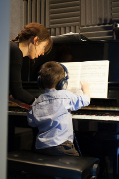 claire_giving_a_student_piano_class